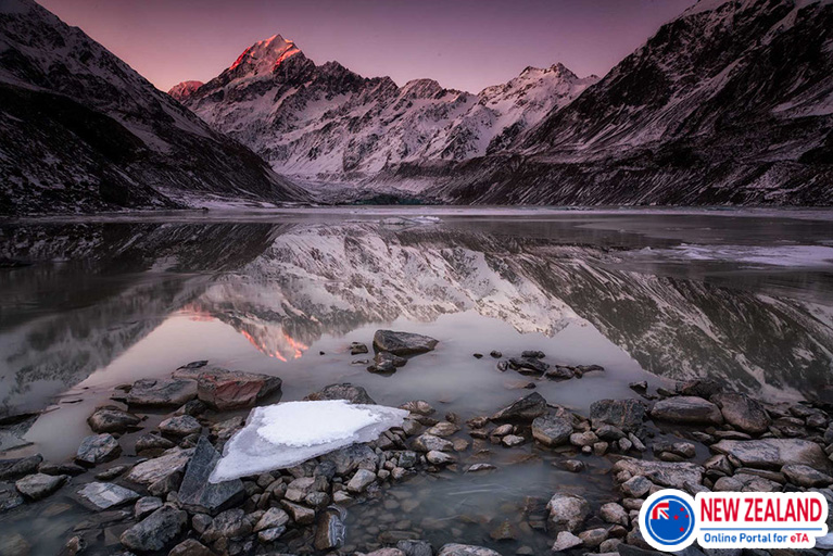 Hooker-glacier-lake-and-Mount-Cook